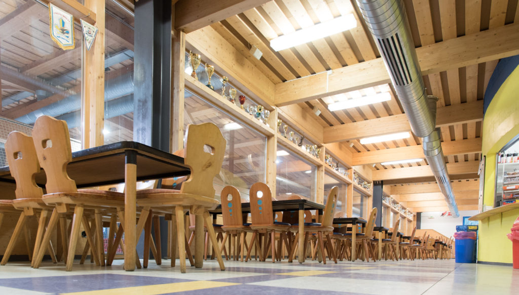 Eishalle-Gurlaina-Scuol-Eishockey-Restaurant-1